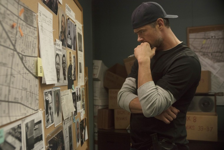 """Image: Josh Duhamel as Detective Greg Kading in a scene from """"Unsolved: The Murders of Tupac and The Notorious B.I.G."""""""