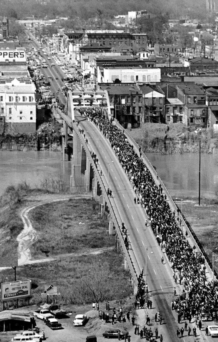 Image:Marchers cross the Alabama River on the Edmund Pettus Bridge in Selma
