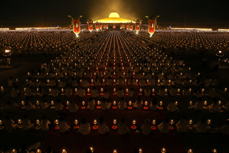 Image: Thousands join Buddhist monks praying at the Wat Phra Dhammakaya temple during a ceremony on Makha Bucha Day