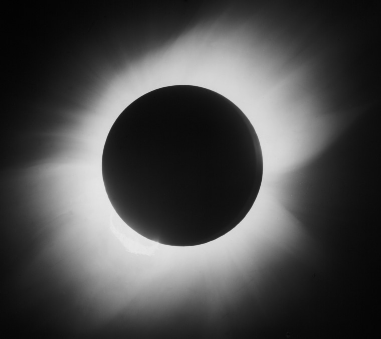 ImageL Total solar eclipse, 29 May 1919.