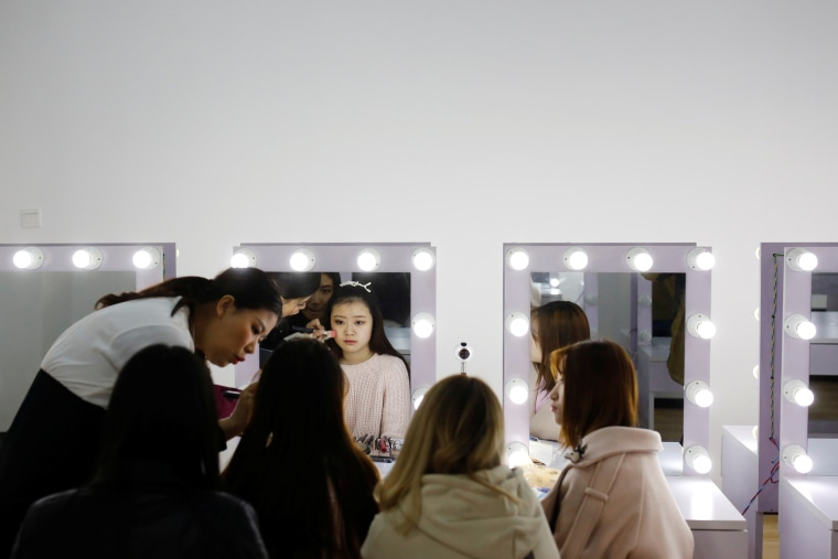 Image: Girls attend make-up training session in Beijing