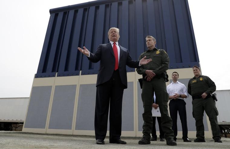 Image: Donald Trump at Border Wall