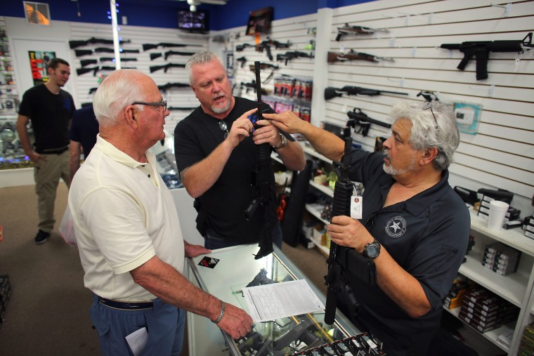 Image: Gun shoppers in Florida