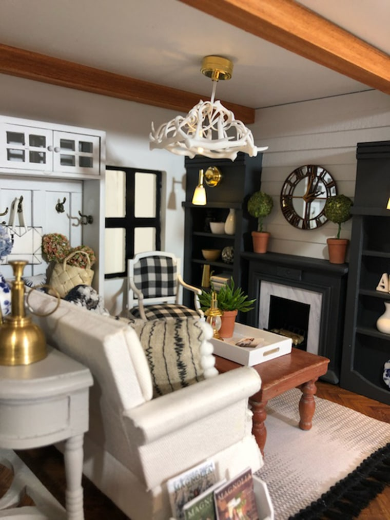 Woman creates amazing Fixer Upper inspired dollhouse