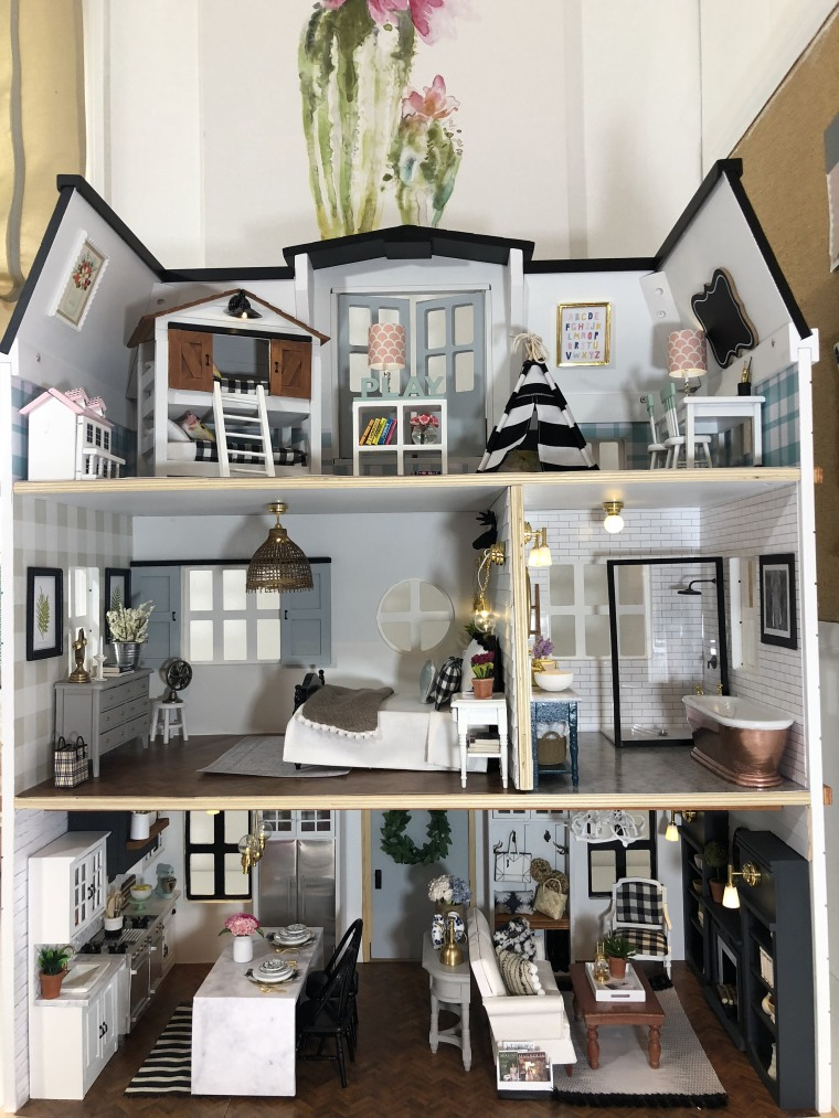 kwandaa roberts 39 39 fixer upper 39 inspired dollhouse is amazing. Black Bedroom Furniture Sets. Home Design Ideas