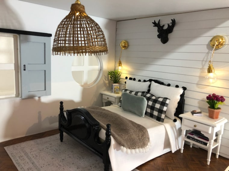 Kwandaa roberts 39 39 fixer upper 39 inspired dollhouse is amazing for How much are chip and joanna paid per episode