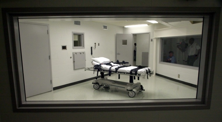 Image: A gurney sits in Alabama's lethal injection chamber