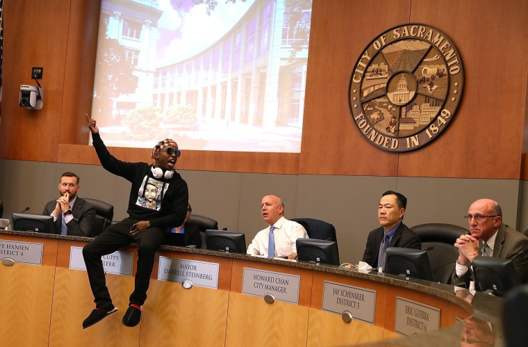 Image: Hundreds Attend Sacramento City Council Meeting On Death Of Stephon Clark