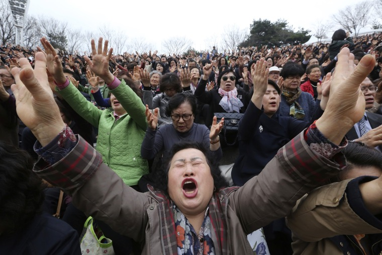Image: South Korean Christians pray during an annual Easter service rally