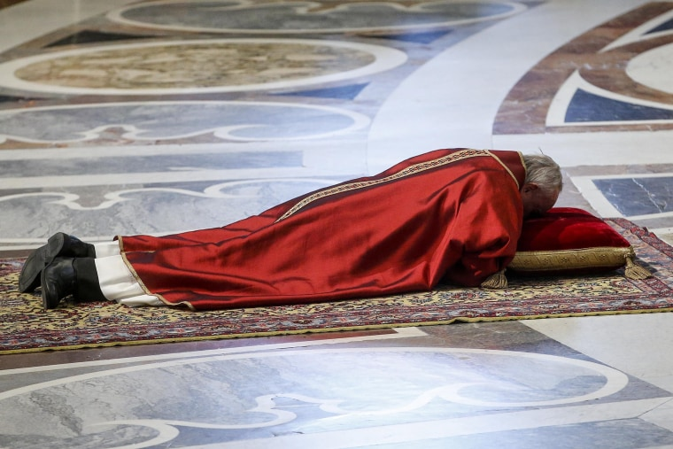 Image: Pope Francis celebrates the Lord's Passion
