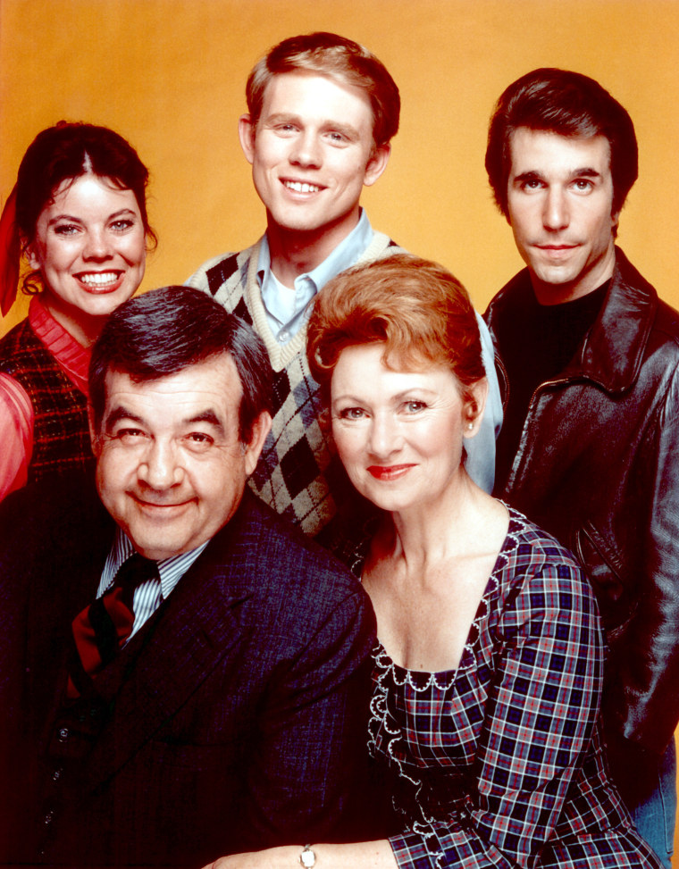 HAPPY DAYS, (Back L-R), Erin Moran, Ron Howard, Henry Winkler, (Front), Tom Bosley, Marion Ross, 197