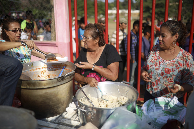 Image: Volunteers serve up a donated hot breakfast to migrants