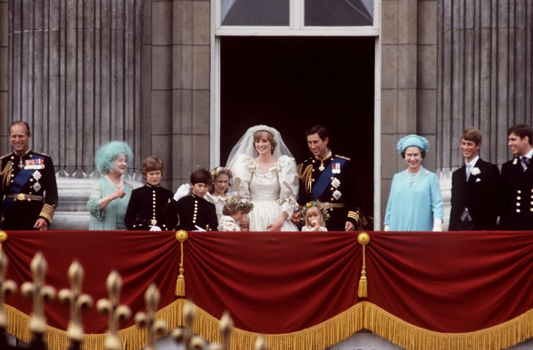 Prince Charles to Princess Diana wave to crowds outside of Buckingham Palace. Clemintine Hambro stands in front of the prince, to the left of Queen Elizabeth.