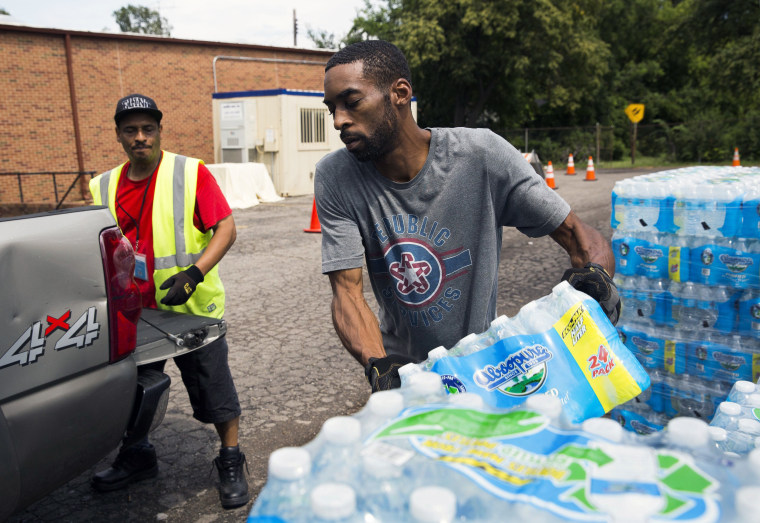 In Flint Mi Theres So Much Lead In >> Lead Crisis Flint Braces As Michigan Shuts Down Free Bottled Water