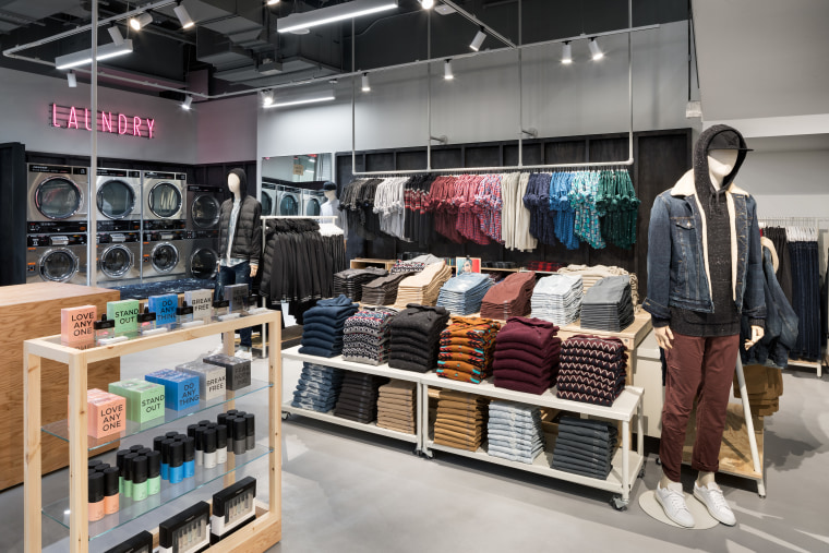 American Eagle's new AE Studio store offers students a free place to do laundry, a strategy to entice in-store shopping.