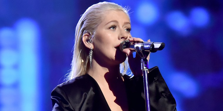 Christina Aguilera is embracing the no-makeup look!