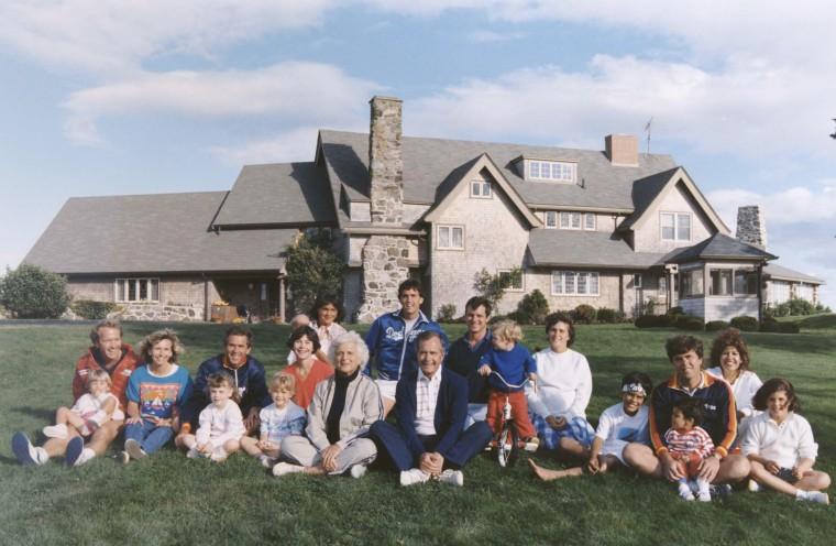 Image: George Bush Family AT Kennebunkport