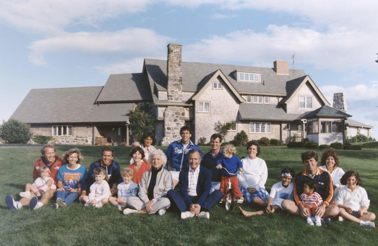 Image: George Bush Family AT Kennebunkport