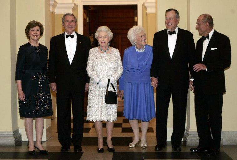 Image: George W. Bush, Queen Elizabeth II, Laura Bush, Barbara Bush, George H.W. Bush, Prince Philip