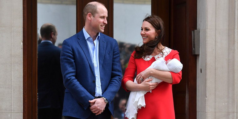 9f29ec09c57 Former Kate Middleton honors Diana with red maternity dress