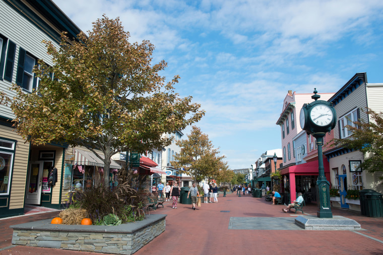 Family fun abounds at the Washington Street Mall, where you'll find a myriad of places to shop and dine.