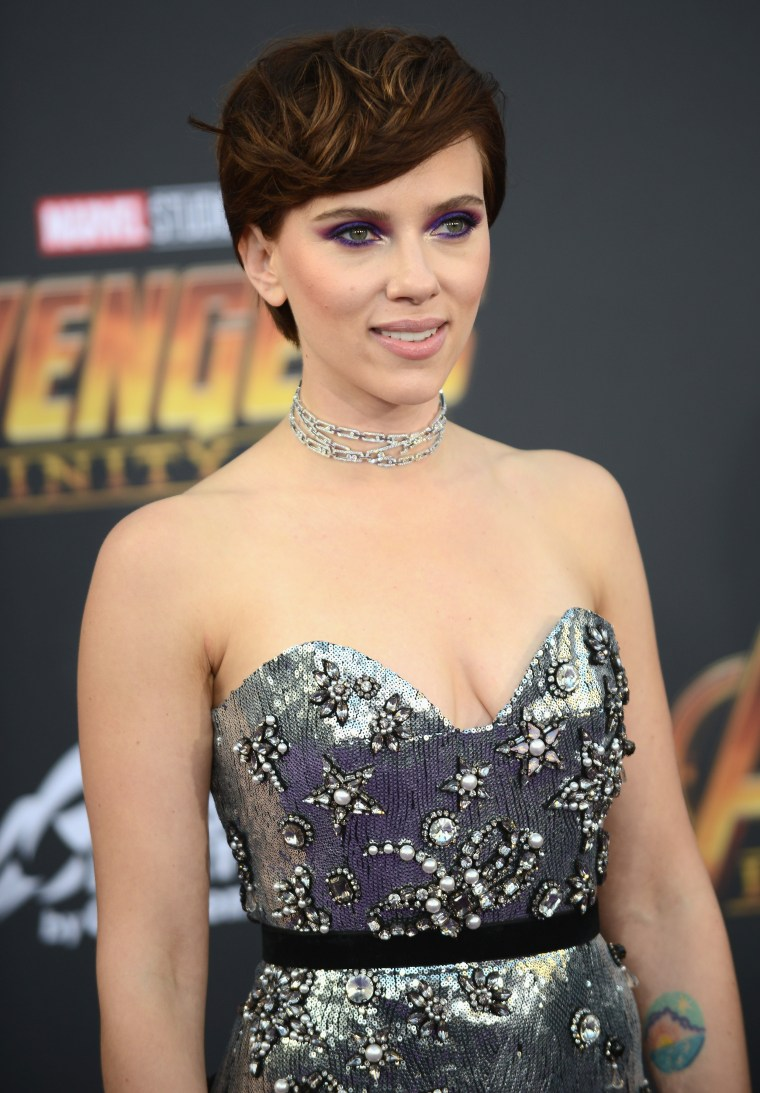 See Scarlett Johansson S Hair Color At Avengers Infinity