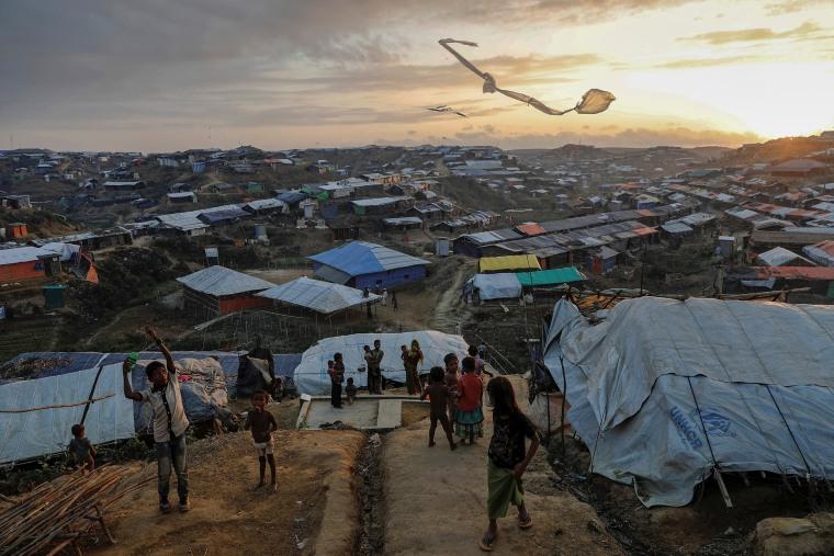 Image: Rohingya refugee children fly improvised kites