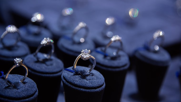 How to clean diamond rings
