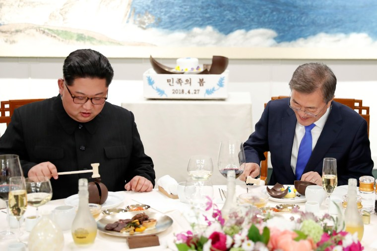 Image: Kim Jong Un and Moon Jae-in