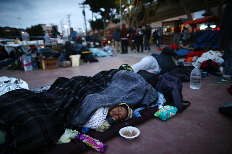 Image: Members of a caravan of migrants from Central America sleep near the San Ysidro checkpoint