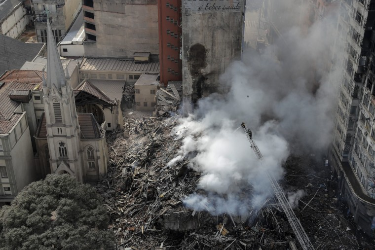 Image: At least one dead in collapse of a burnt building in Sao Paulo