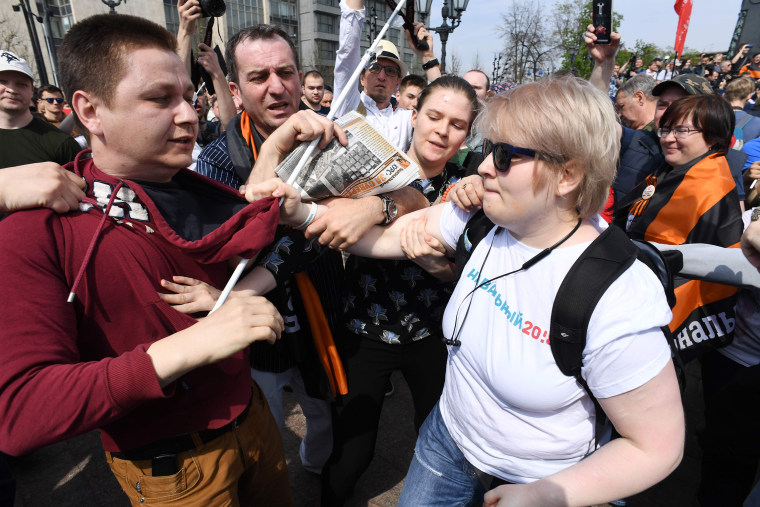 Image: Protesters clash in Moscow