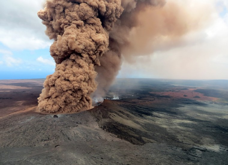 Image: Hundreds Forced To Evacuate After Hawaii's Kilauea Volcano Erupts