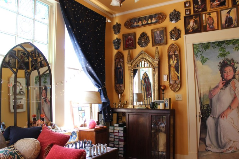 . This couple created their own  Harry Potter  reading room  and it s