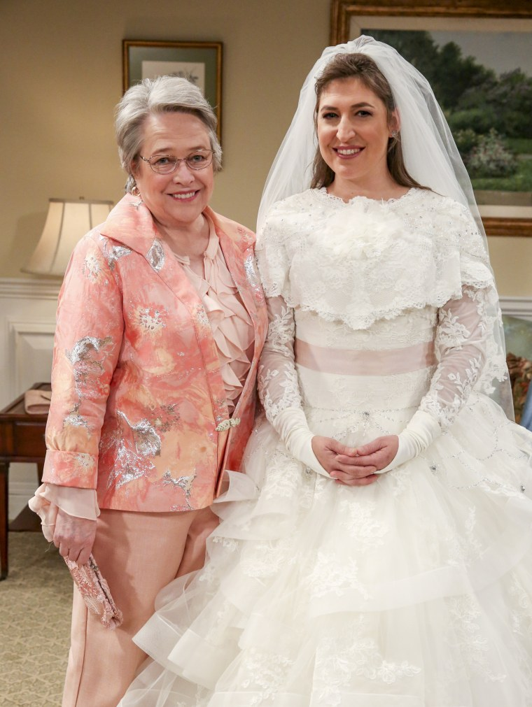 Sheldon And Amy Wedding.Big Bang Theory Wedding Episode Honored Stephen Hawking