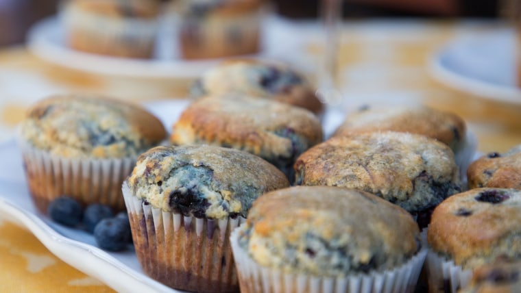 MOM MAKES IT BEST: Blueberry Muffins