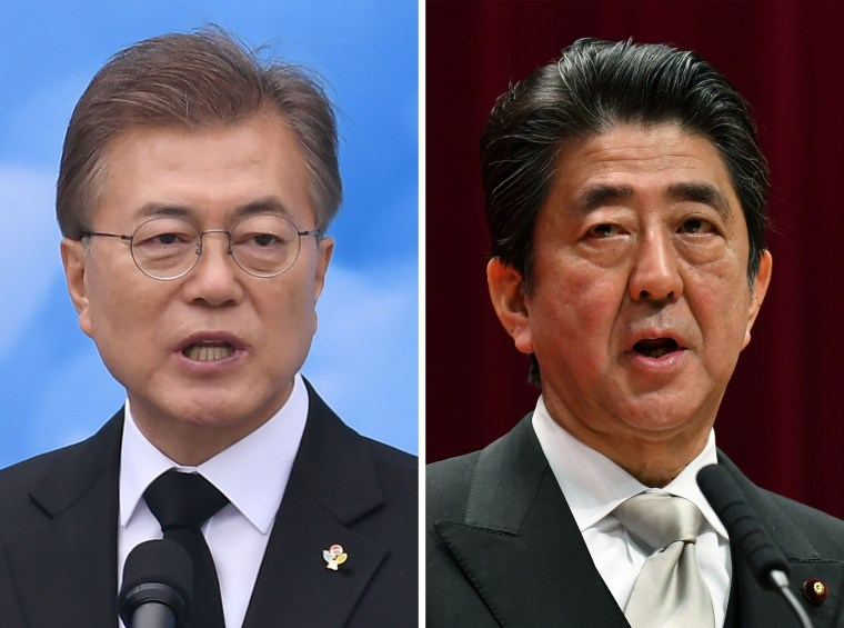 Image: Moon Jae-in and Shinzo Abe