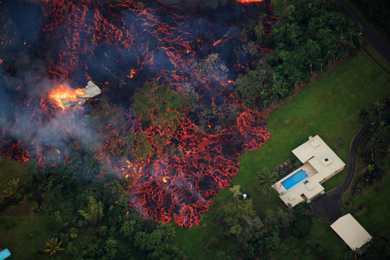 Image: Lava threatens homes after a fissure eruption from the Kilauea volcano
