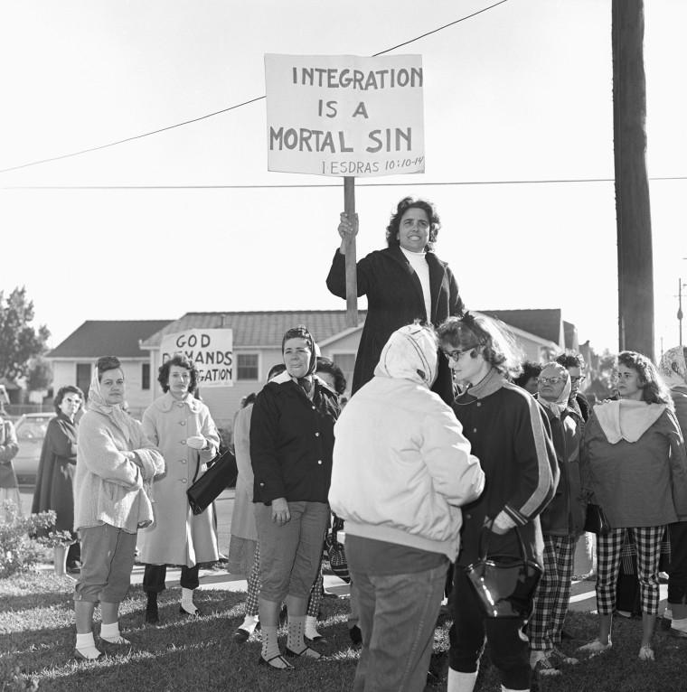Image: White Women Protesting Desegregation