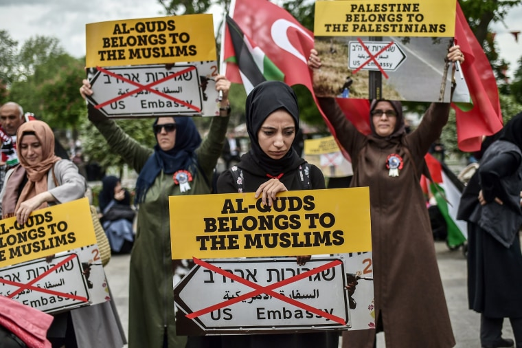 "Image: Women protesters hold placards reading ""Al Quds belongs to muslims"" on May 11, 2018 in Istanbul."