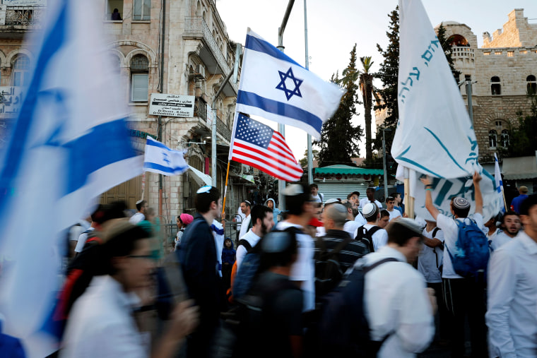 Image: Demonstrators wave U.S. and Israeli national flags in Jerusalem's Old City