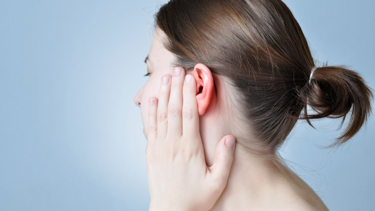 How do earring hole infections start?