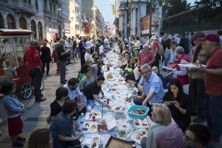 Image: A group breaks their fast on the first day of Ramadan in Istanbul