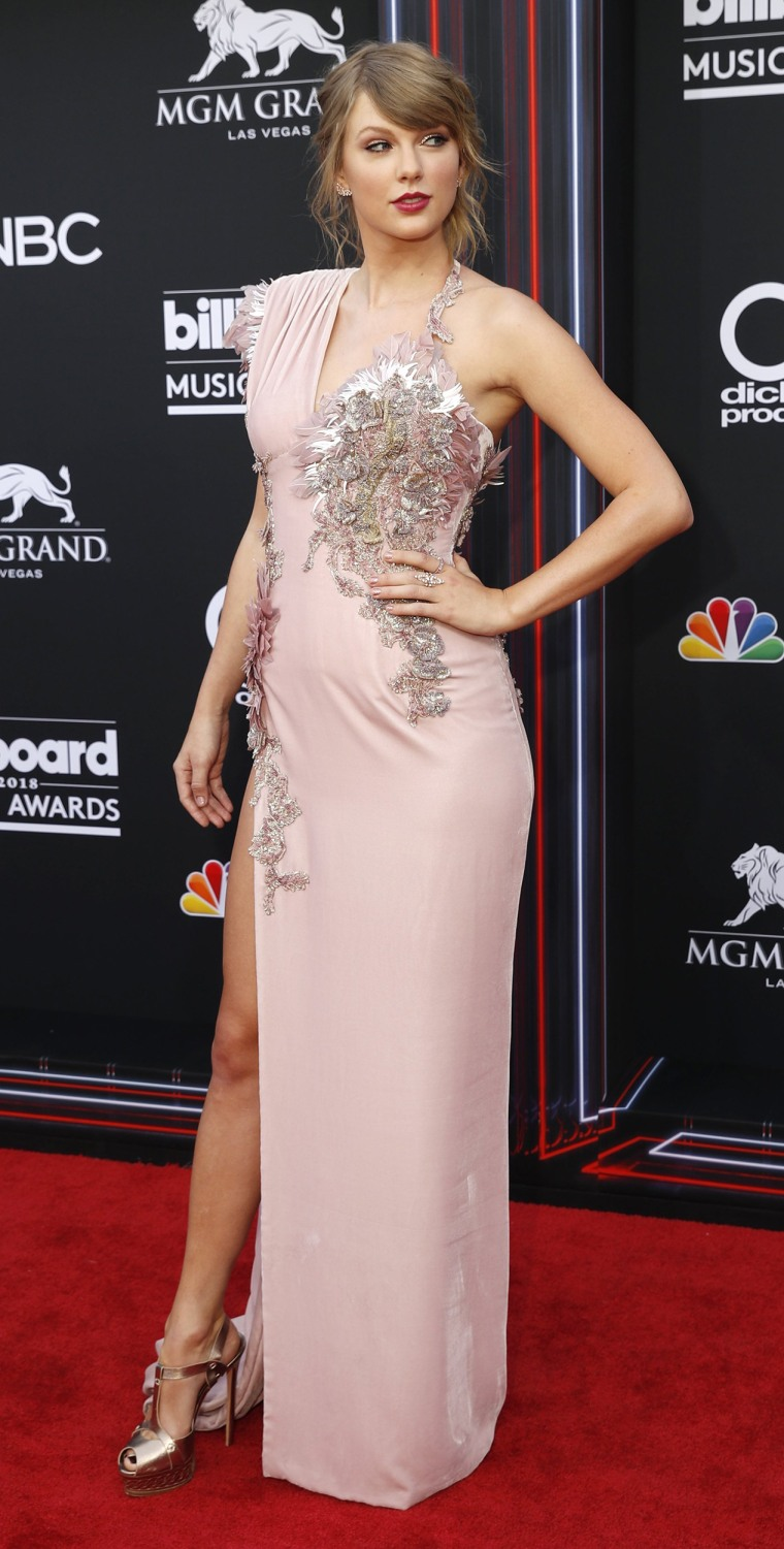 Billboard Music Awards 2018: See all the best looks from the red carpet!