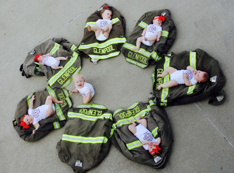 7 fireman from Glenpool, Oklahoma, and their babies had a cute photoshoot