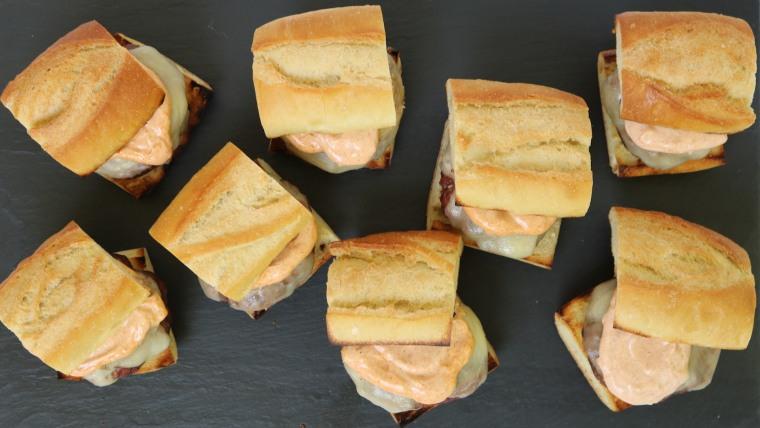 Cheesy Grilled Garlic Bread Burgers