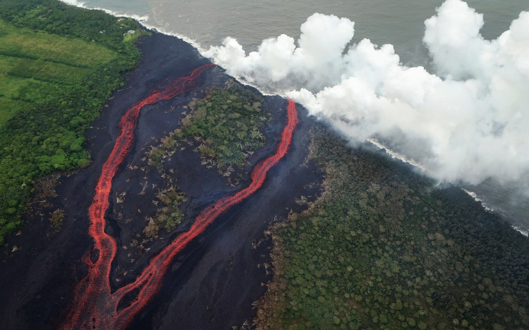 Image: Steam plumes rise as lava from a fissure enters the Pacific Ocean on Hawaii's Big Island near Pahoa
