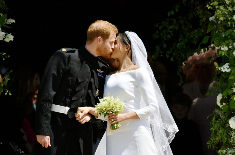 Image: Prince Harry and Meghan Markle kiss on the steps of St George's Chapel
