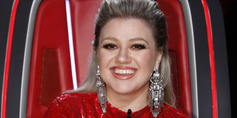 "Clarkson revealed how her glam team created her gorgeous ""Voice"" finale look."