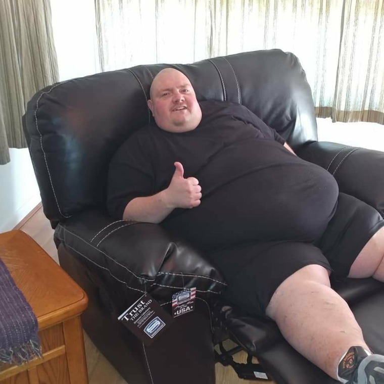 When he was 578 pounds, Mike Powers couldn't tie his own shoes or walk for long without getting winded.